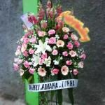 Standing Flower dan Karangan Bunga Duka Cita