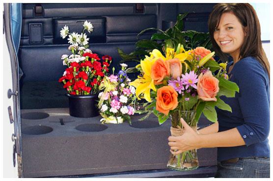 mengangkut-membawa-bunga-segar-dengan-mobil