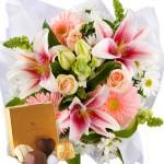 Hadiah Buket Bunga Dan Coklat Istimewa Untuk Kekasih Anda