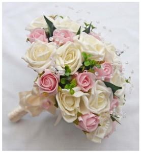 hand-bouquet-pengantin-plastik-buket-mawar-pink-putih