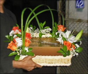 hadiah-ulang-tahun-kue-harvest-dan-rangkaian-bunga