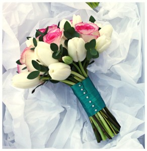 hand-bouquet-tulip-rose-wedding