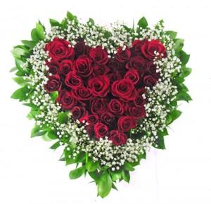 buket-mawar-merah-bentuk-hati