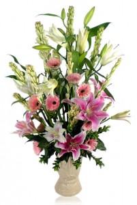 rangkaian-vas-bunga-segar-lily-gerbera-pink-sedap-malam