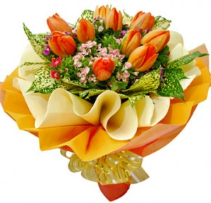 hand-bouquet-bunga-tulip-orange