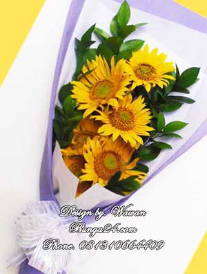 Hand Bouquet Bunga Matahari Untuk Hari Wisuda Sekolah