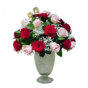 rangkaian-vas-bunga-meja-mawar-merah-pink