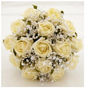 bunga-plastik-buket-pengantin-mawar-putih-(2)