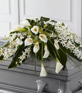karangan bunga calalily dan anggrek untuk peti mati