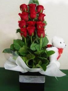 buket-mawar-cantik-dengan-boneka