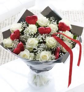 handbouqet-valentine-day-mawar-pink-boneka-dan-coklat