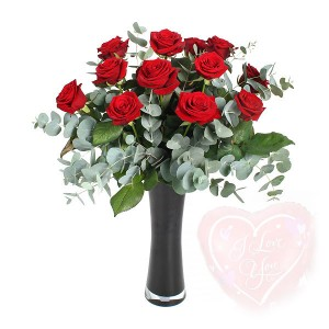 karangan-bunga-mawar-merah-dalam-vas-valentine