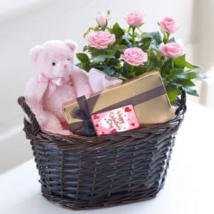 karangan-bunga-valentine-day-mawar-pink-boneka-dan-coklat