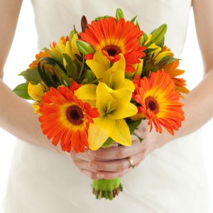 hand-bouquet-wedding-gerbera-orange,-lily-kuning